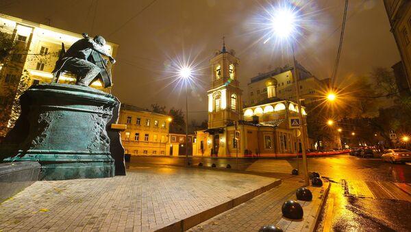 Un suggestivo angolo di Mosca fotografato di notte - Sputnik Italia