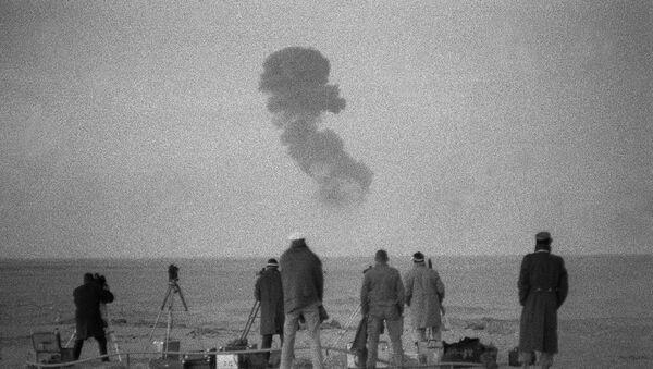 Photo taken on December 25, 1961 near Reggane in southern Algeria during French nuclear tests - Sputnik Italia