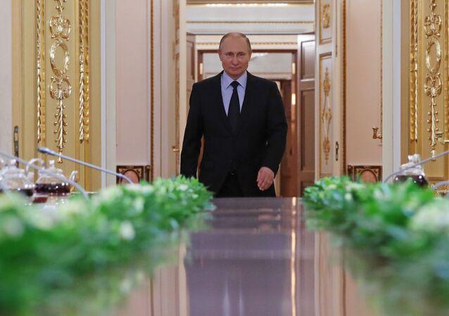 Vladimir Putin incontra i finalisti del concorso Leaders della Russia