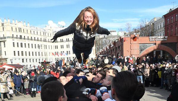 Un momento delle celebrazioni della festa di Maslenitsa 2017 a Mosca - Sputnik Italia
