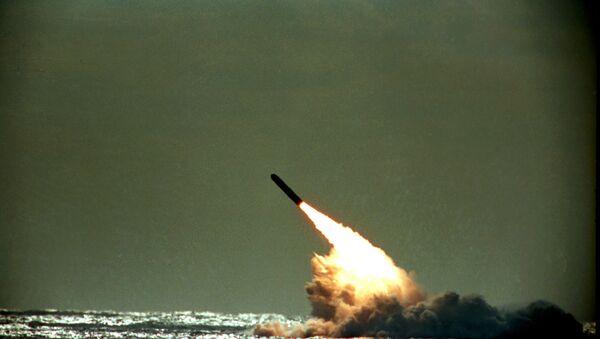 Un missile intercontinentale Trident II lanciato dal sottomarino USS Tennessee - Sputnik Italia