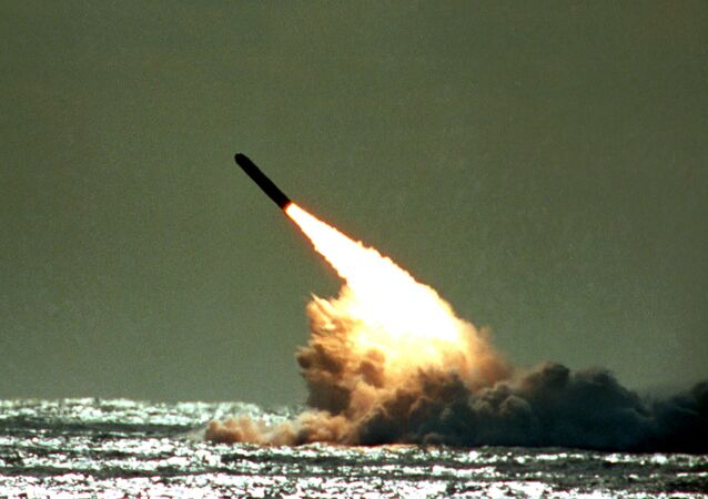 Un missile intercontinentale Trident II lanciato dal sottomarino USS Tennessee