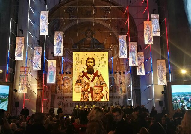 I lavori di realizzazione del mosaico nella cupola della Chiesa di San Sava a Belgrado.