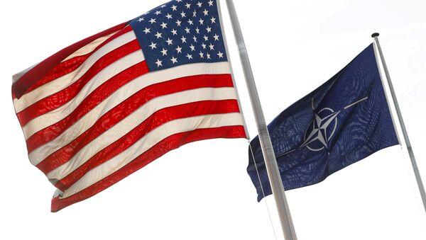 Bandiere di Stati Uniti e NATO - Sputnik Italia