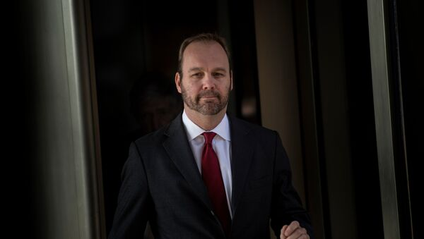 Former Trump campaign official Rick Gates leaves Federal Court on December 11, 2017 in Washington, DC. In October, Trump's one-time campaign chairman Paul Manafort and his deputy Rick Gates were arrested on money laundering and tax-related charges - Sputnik Italia
