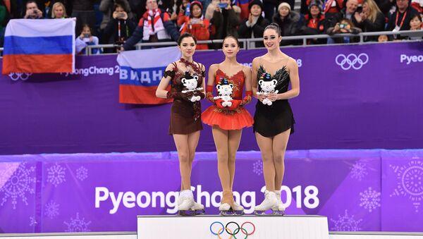 Alina Zagitova, Evgenija Medvedeva e Kaetlyn Osmond - Sputnik Italia