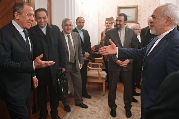 Il ministro degli Esteri russo Sergei Lavrov e il suo omologo iraniano Muhammad Javad Zarif a Mosca. - Sputnik Italia