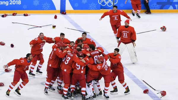 Russian ice hockey players celebrating their victory in the final match between Russia and Germany in the men's ice hockey tournament at the 2018 Winter Olympics - Sputnik Italia