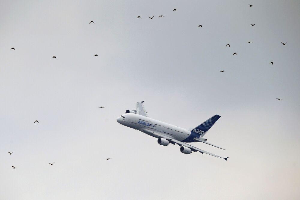 Aereo Airbus А380 al Salone internazionale dell'aeronautica di Parigi, aeroporto Le Bourget.