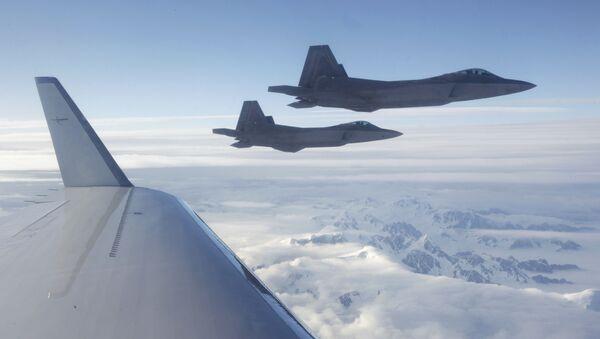 Американские истребители пятого поколения F-22 - Sputnik Italia