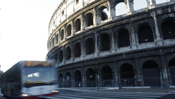 Rome has begun a traffic ban to protect ancient glories from modern perils, allowing only buses, taxis, bicycles and pedestrians to go down the boulevard that runs between the Roman forums and curves around the Colosseum. - Sputnik Italia