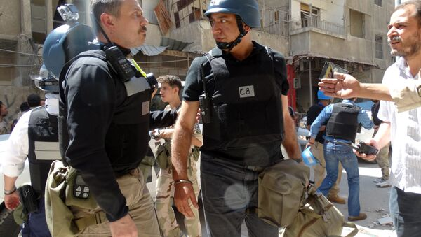 United Nations (UN) arms experts arrive to inspect a site suspected of being hit by a deadly chemical weapons attack last week in the Eastern Ghouta area on the northeastern outskirts of Damascus. (File - Sputnik Italia