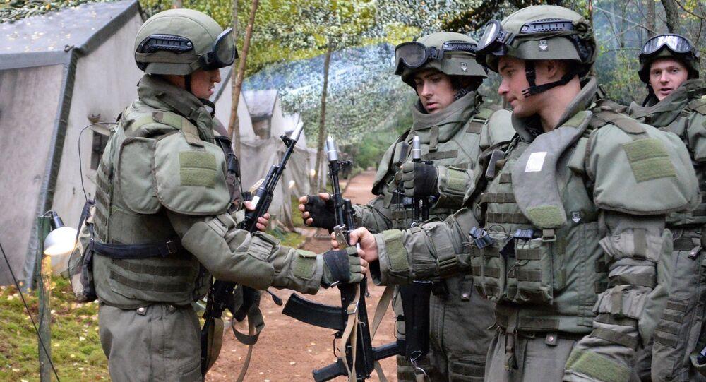 Soldati russi durante esercitazioni (foto d'archivio)