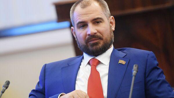 Il candidato alla presindeza Maxim Suraykin, capo del movimento politico Comunisti di Russia - Sputnik Italia