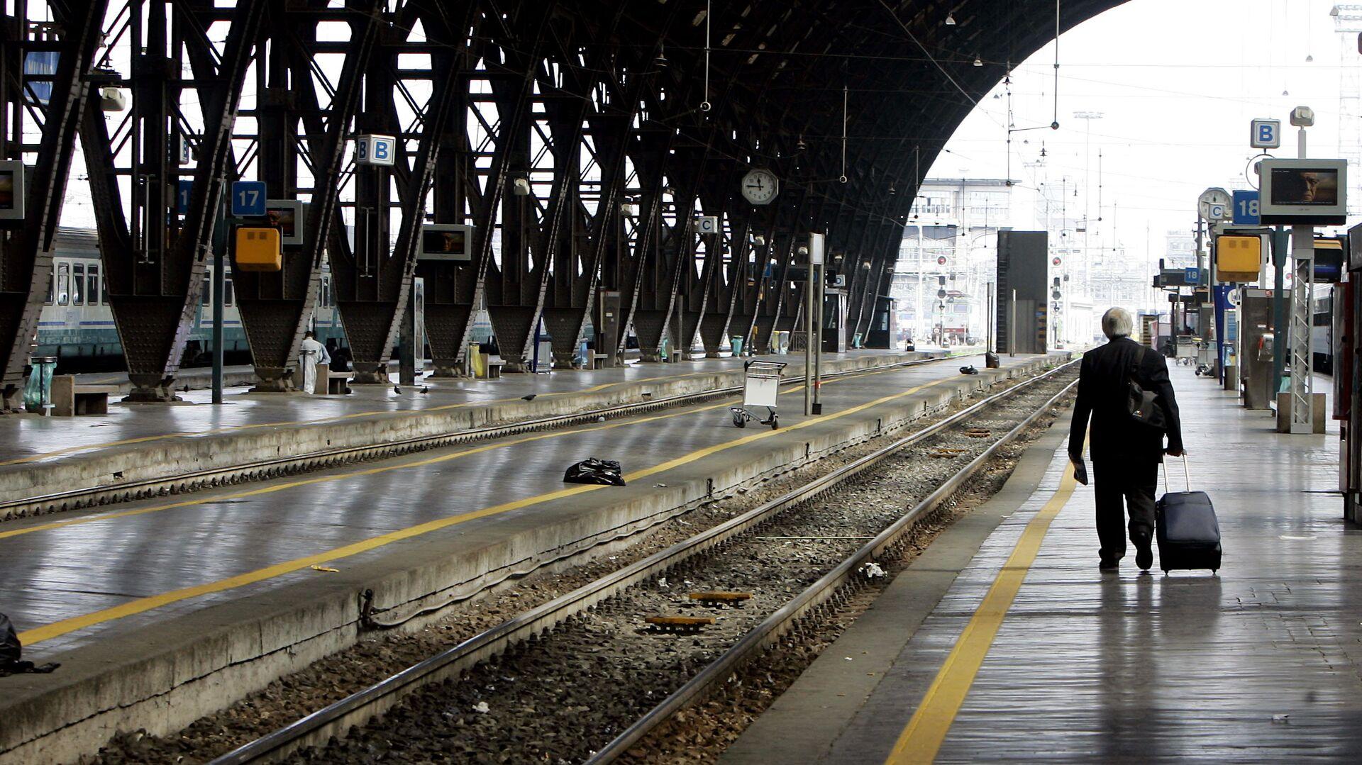 La veduta dei binari vuoti alla stazione Centrale di Milano (foto d'archivio). - Sputnik Italia, 1920, 19.06.2021