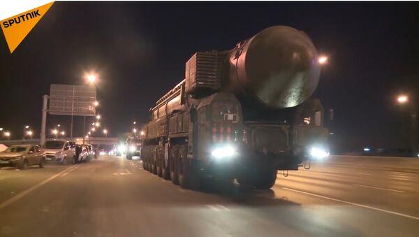 Le manovre dei sistemi missilistici balistici Yars a Mosca - Sputnik Italia