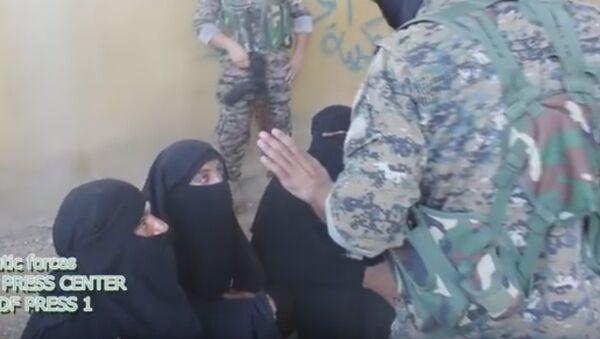 Donne di Daesh - Sputnik Italia