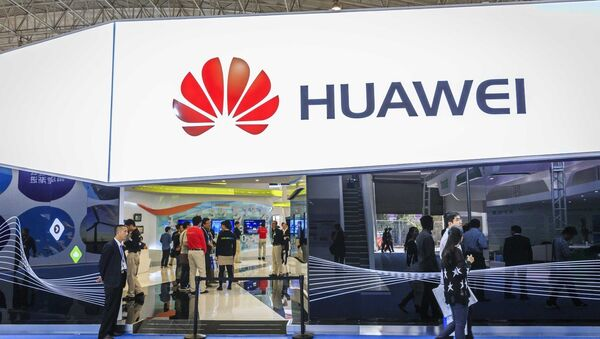 Visitors walk past the stand of Huawei during PT/EXPO COMM CHINA 2014 in Beijing, China, 27 September 2014 - Sputnik Italia