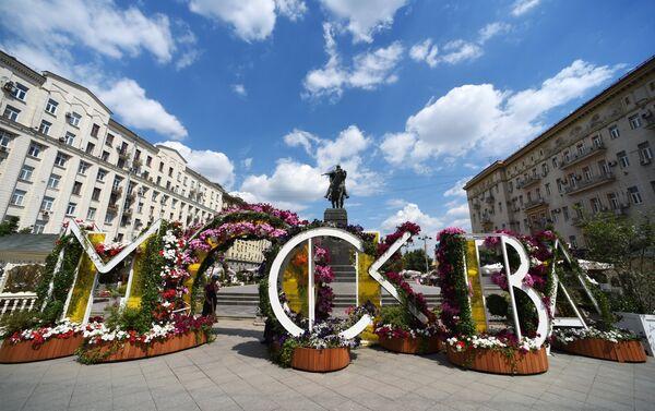 Il monumento a Yury Dolgorukiy nella centralissima via Tverskaya a Mosca - Sputnik Italia
