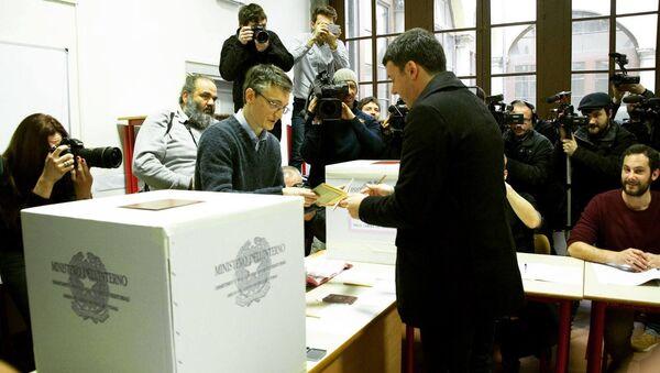 Il Segretario Matteo Renzi ha votato - Sputnik Italia