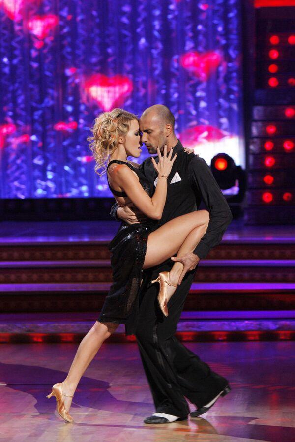 La conduttrice televisiva Ksenia Sobchak e il danzatore Evgeny Papunaishvili. - Sputnik Italia