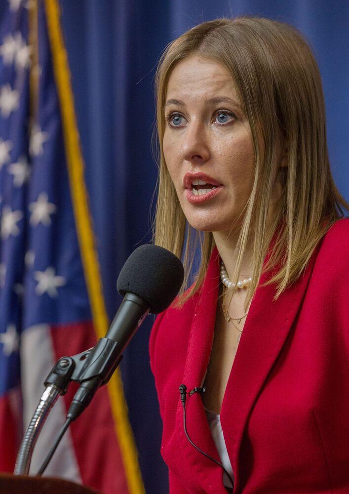 La candidata alle presidenziali Ksenia Sobchak durante il suo intervento a Washington.