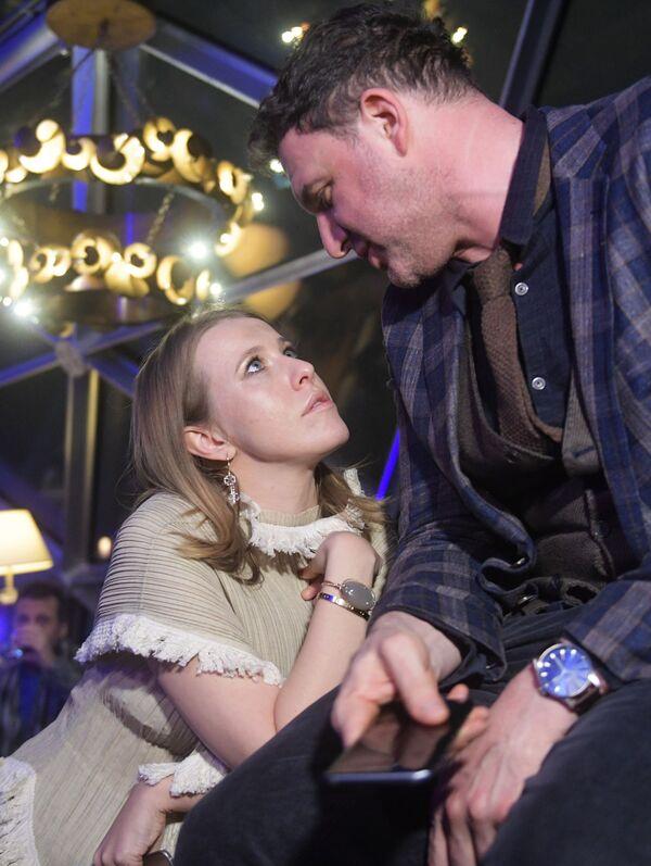 L'attore Maksim Vitorgan e sua sposa Ksenia Sobchak alla presentazione di Samsung Galaxy S8 nell'albergo Ritz-Carlton a Mosca. - Sputnik Italia