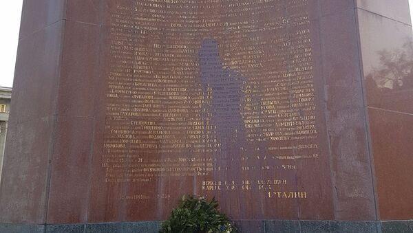 Sowjetisches Denkmal am Wiener Schwarzenbergplatz geschändet. - Sputnik Italia