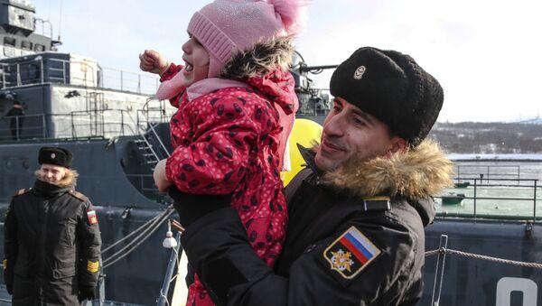 Il ritorno nel porto di Severomorsk della nave d'assalto anfibio Aleksandr Otrakovskiy. - Sputnik Italia