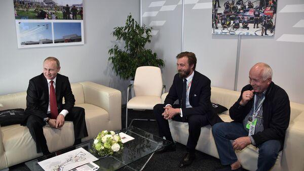 Vladimir Putin (a sx) ed Aimone di Savoia-Aosta al GP di Russia di Sochi - Sputnik Italia