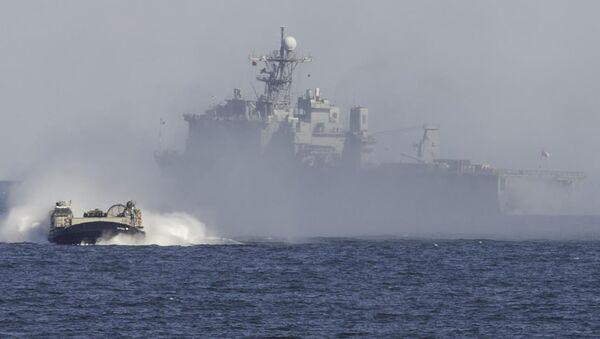 Американский десантный корабль-док USS Oak Hill (LSD-51) - Sputnik Italia