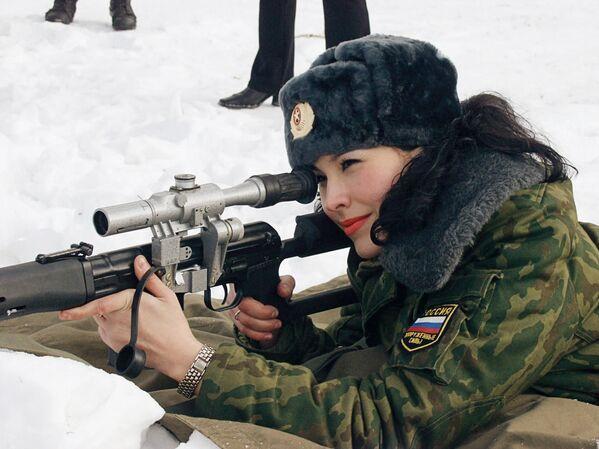 Una delle 16 finaliste del concorso di bellezza dove hanno partecipato tutte le divisioni delle Forze Armate della Russia. - Sputnik Italia