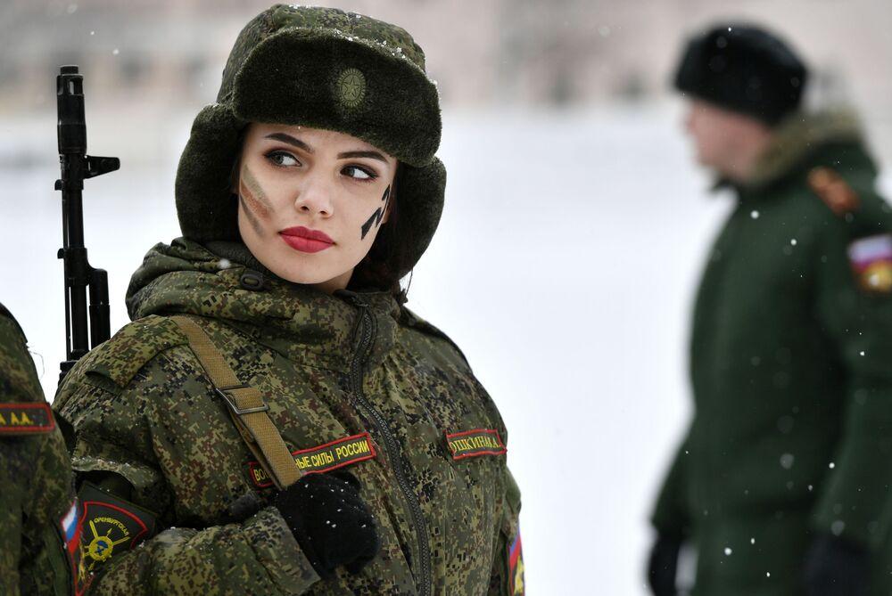 Le donne rappresentano il 10% di tutto il personale militare in Russia.
