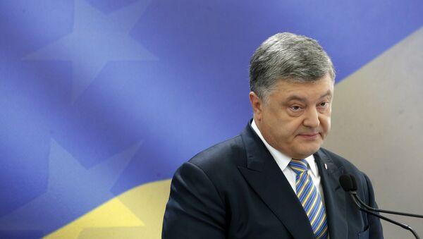 Ukrainian President Petro Poroshenko speaks during a news conference in Kiev, Ukraine (File) - Sputnik Italia