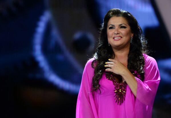 La cantante lirica (soprano) Anna Netrebko si esibisce al concorso pop Novaya Volna 2016 a Sochi. - Sputnik Italia
