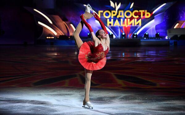 Alina Zagitova si esibisce allo show dei figuristi La festa degli olimpionici. Vincitori sono a Mosca. - Sputnik Italia