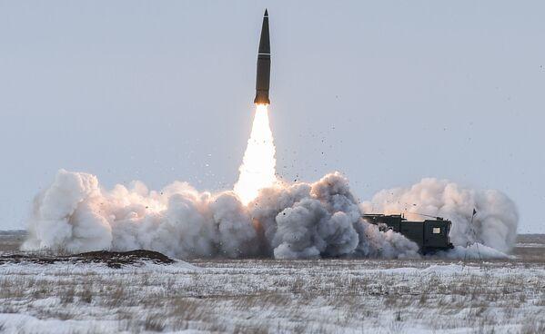 Il lancio del missile balistico del complesso missilistico Iskander-M. - Sputnik Italia