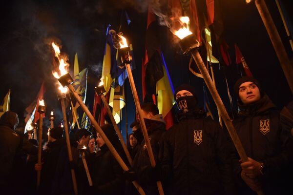 Partecipanti alla marcia dei ultradestri in Ucraina. - Sputnik Italia