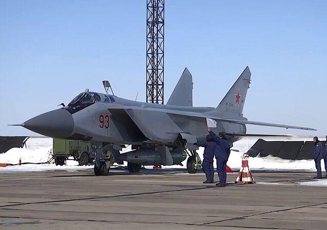 Il nuovo missile supersonico russo Kinzhal è stato lanciato per la prima volta da un caccia MiG-31