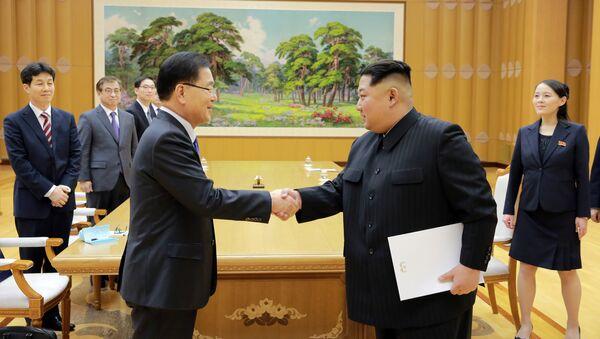 Kim Jong-Un e Chung Eui-yong, il Consigliere per la sicurezza nazionale sudcoreana - Sputnik Italia