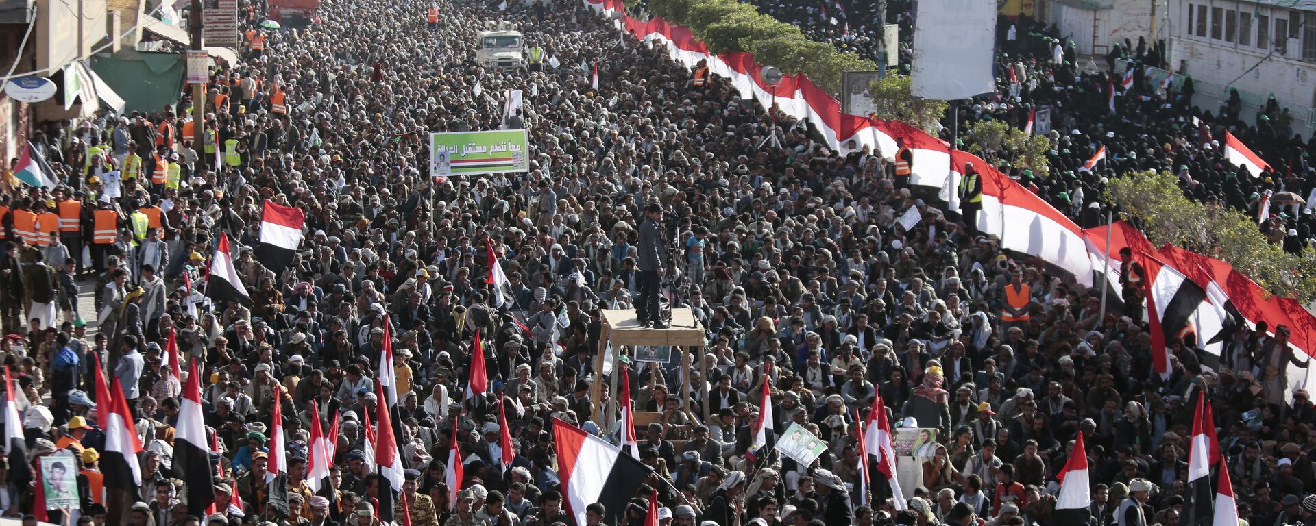 Supporters of Shiite Houthi rebels attend a rally in Sanaa, Yemen, Tuesday, Dec. 5, 2017. The killing of Yemen's ex-President Ali Abdullah Saleh by the country's Shiite rebels on Monday, as their alliance crumbled, has thrown the nearly three-year civil war into unpredictable new chaos. - Sputnik Italia, 1920, 20.06.2021