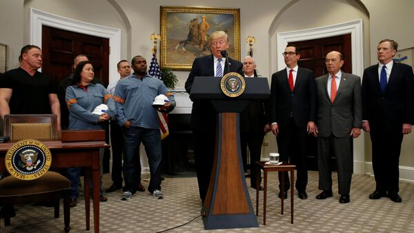U.S. President Donald Trump announces a presidential proclamation placing tariffs on steel and aluminum imports while surrounded by workers from the steel and aluminum industries, next to Vice President Mike Pence, Treasury Secretary Steven Mnuchin, Commerce Secretary Wilbur Ross and Robert Lighthizer, United States Trade Representative, at the White House in Washington, U.S. March 8, 2018 - Sputnik Italia
