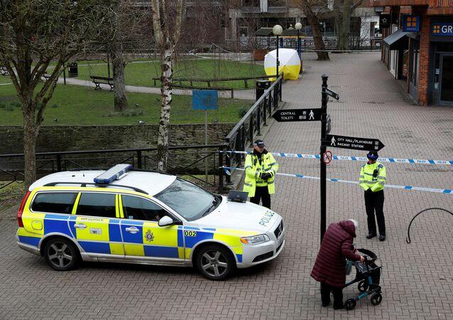 La Policía británica cerca de la casa de exespía Serguéi Skripal