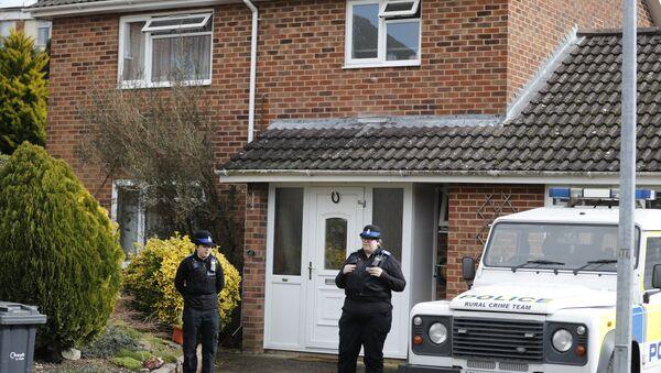 Polizia sta di fronte alla casa dell'ex 007 russo Sergei Skripal - Sputnik Italia