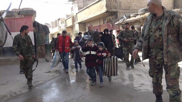 Oltre 300 salvati dal Ghouta - Sputnik Italia