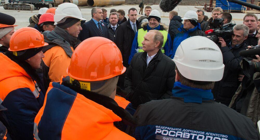 Putin in visita al ponte di Crimea