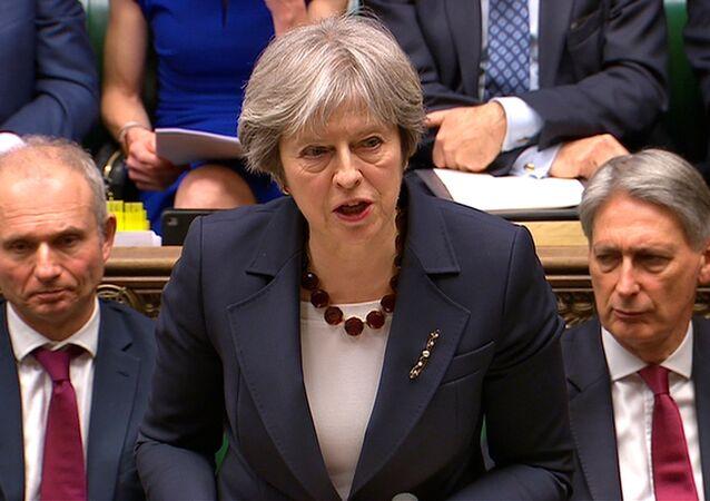 Theresa May parla al Parlamento