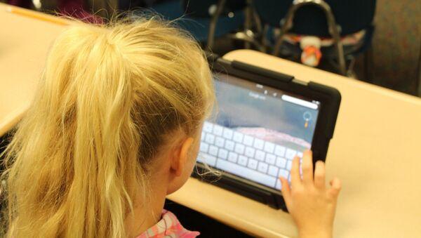 Bambina con iPad - Sputnik Italia