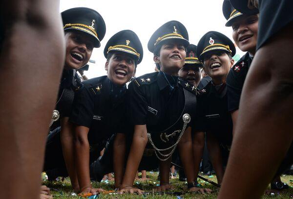I cadetti festeggiano la loro laurea, Chennai, India. - Sputnik Italia