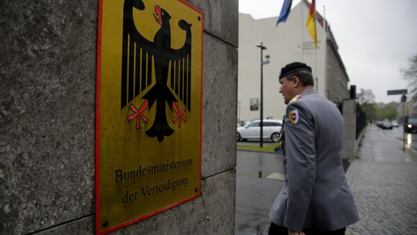 A German forces Bundeswehr officer enters the German Defense Ministry prior to a meeting between Defense Minister Ursula von der Leyen and about 100 top officers in Berlin, Thursday, May 4, 2017. - Sputnik Italia